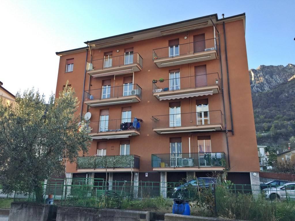 Appartamento in buone condizioni in vendita Rif. 8777225
