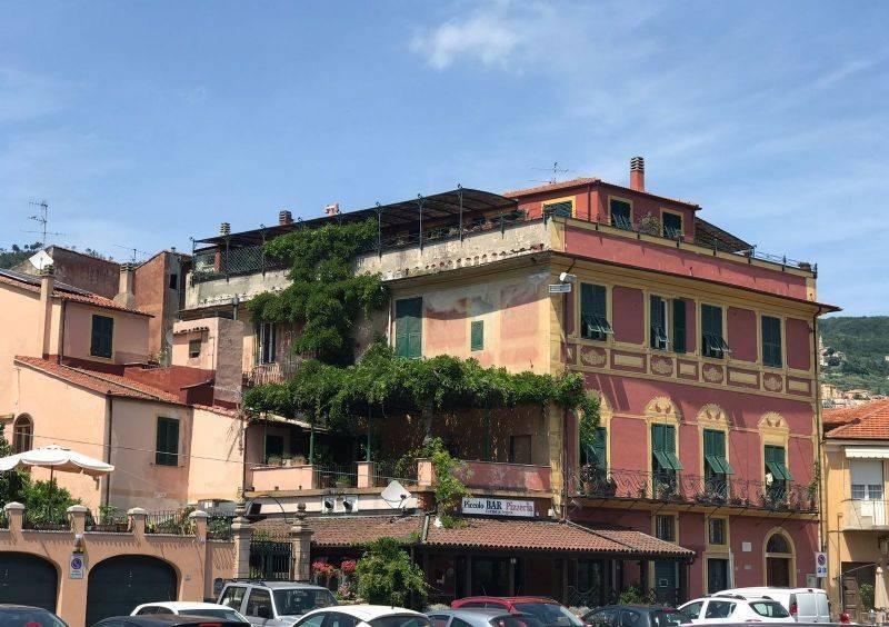 Foto 1 di Quadrilocale via Vittorio Veneto, Calice Ligure