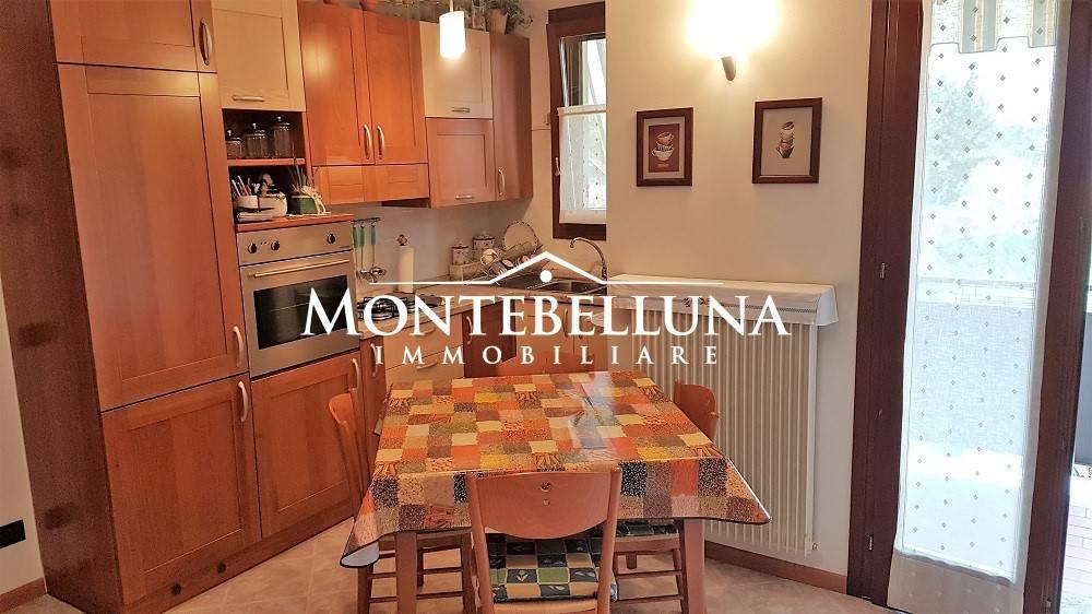 Appartamento in ottime condizioni arredato in vendita Rif. 8423813