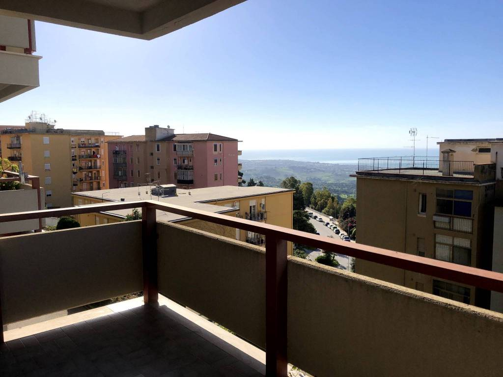 Appartamento in buone condizioni in affitto Rif. 8776709