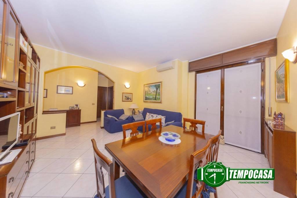 Appartamento in ottime condizioni in vendita Rif. 8779428