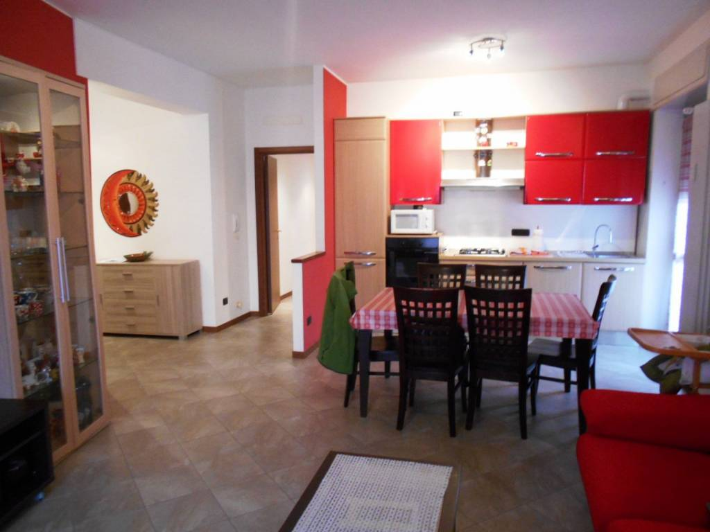 Appartamento in ottime condizioni arredato in vendita Rif. 8775054