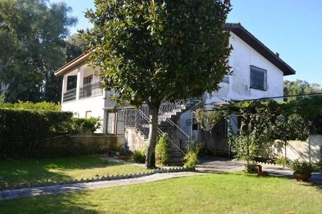 Villa da ristrutturare parzialmente arredato in vendita Rif. 8774734