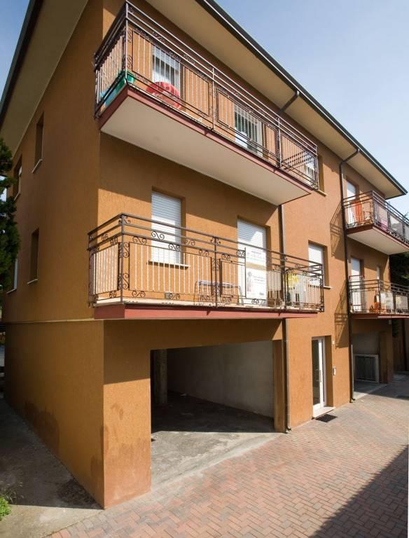 Appartamento in buone condizioni arredato in affitto Rif. 8774319