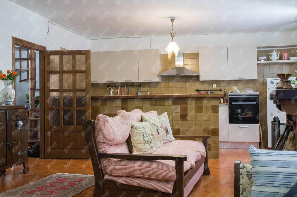 Appartamento in ottime condizioni in vendita Rif. 8776414