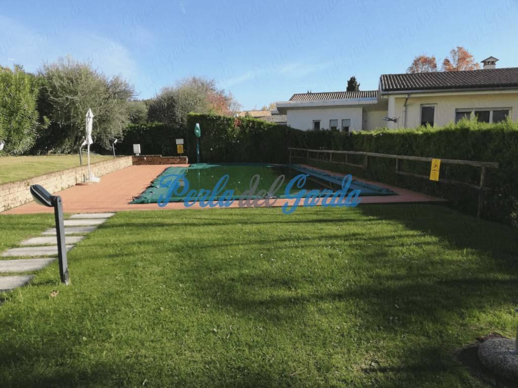 139. Garda. Trilocale con piscina e garage doppio.