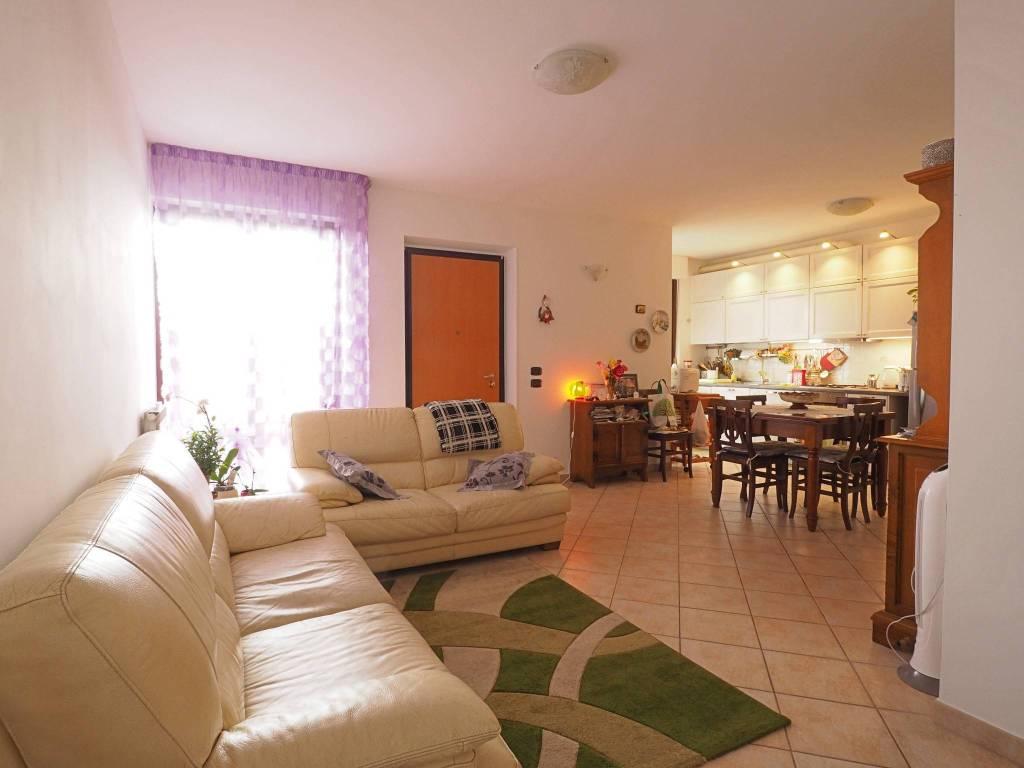 Appartamento in ottime condizioni parzialmente arredato in vendita Rif. 8776947