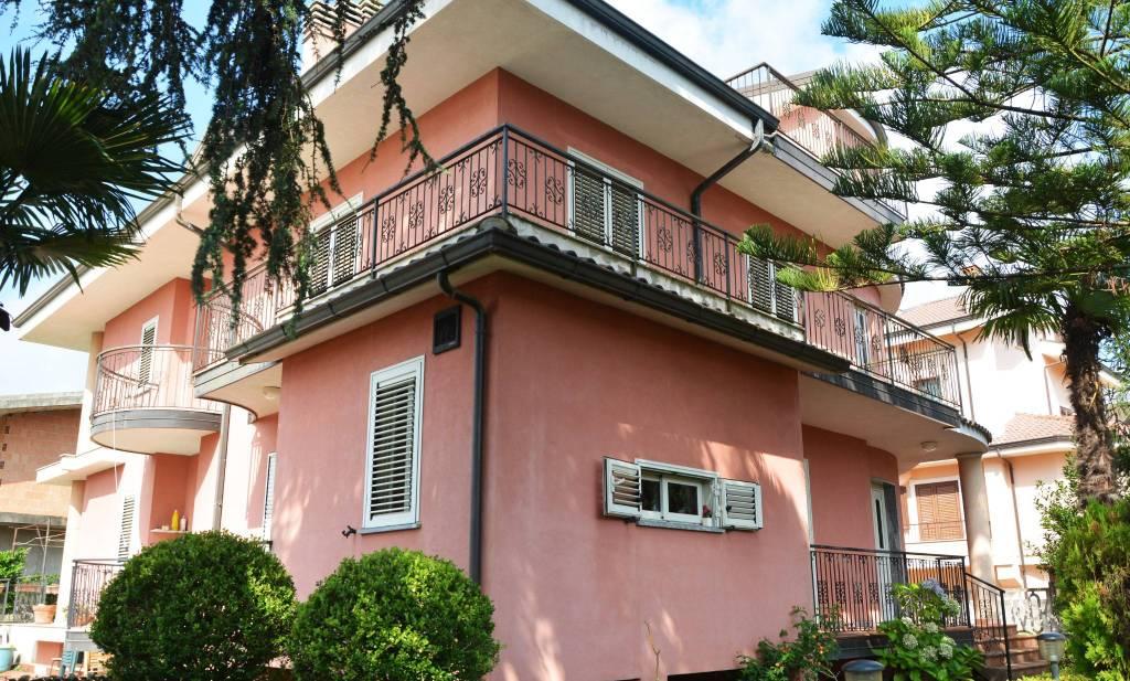 Villa in ottime condizioni in vendita Rif. 8778555