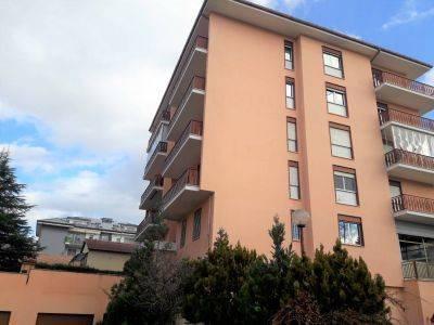 Appartamento in buone condizioni parzialmente arredato in affitto Rif. 8778904