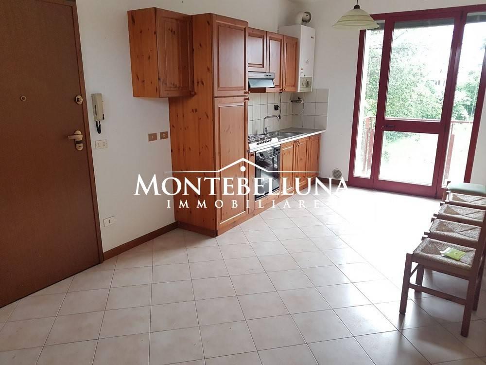 Appartamento in buone condizioni parzialmente arredato in vendita Rif. 8284283