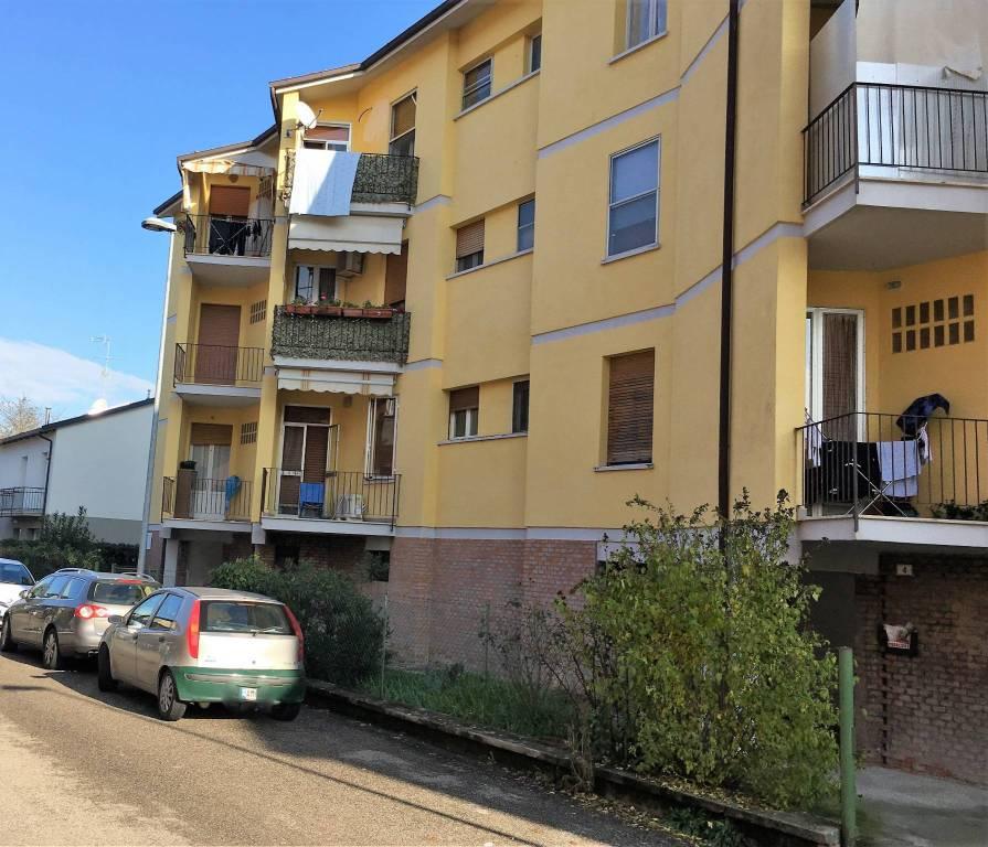 Appartamento in buone condizioni in vendita Rif. 8802887