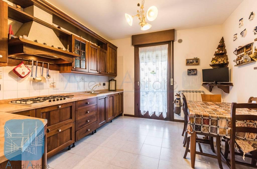 Appartamento in buone condizioni in vendita Rif. 8776825