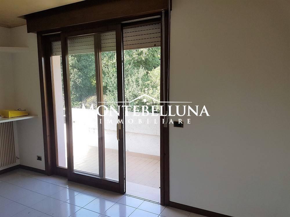 Appartamento in buone condizioni parzialmente arredato in vendita Rif. 8284273