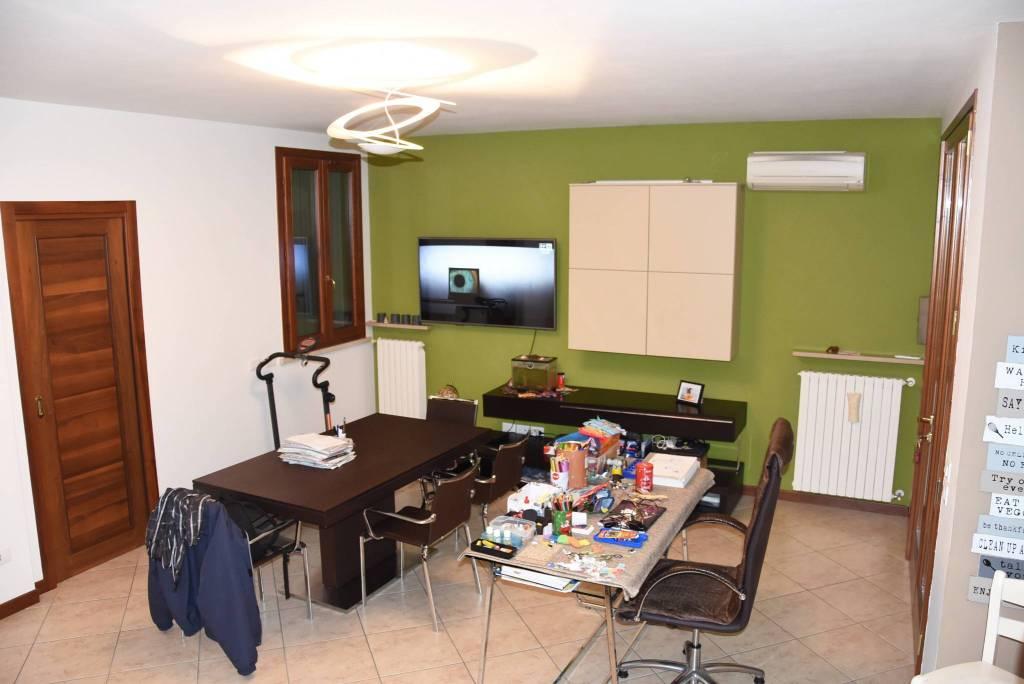 Villetta a schiera in ottime condizioni in vendita Rif. 8774392