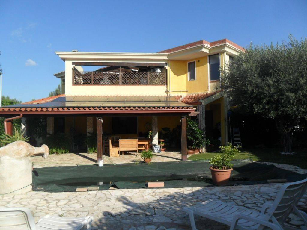 Villa in ottime condizioni parzialmente arredato in vendita Rif. 8775404