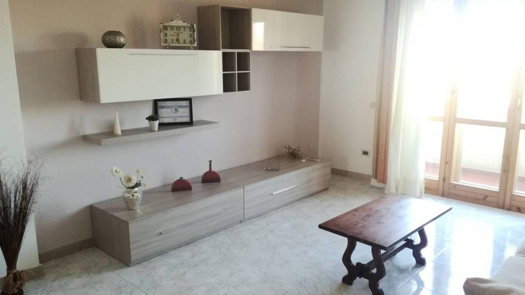 Appartamento in buone condizioni arredato in affitto Rif. 8776879