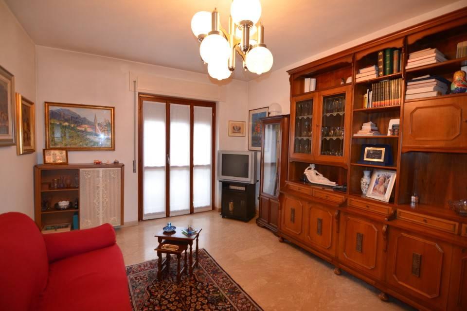 Appartamento in buone condizioni in vendita Rif. 8777283