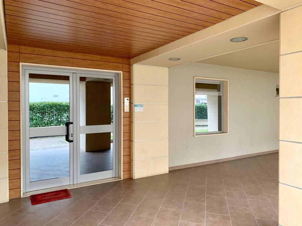 Appartamento in ottime condizioni arredato in vendita Rif. 8777403