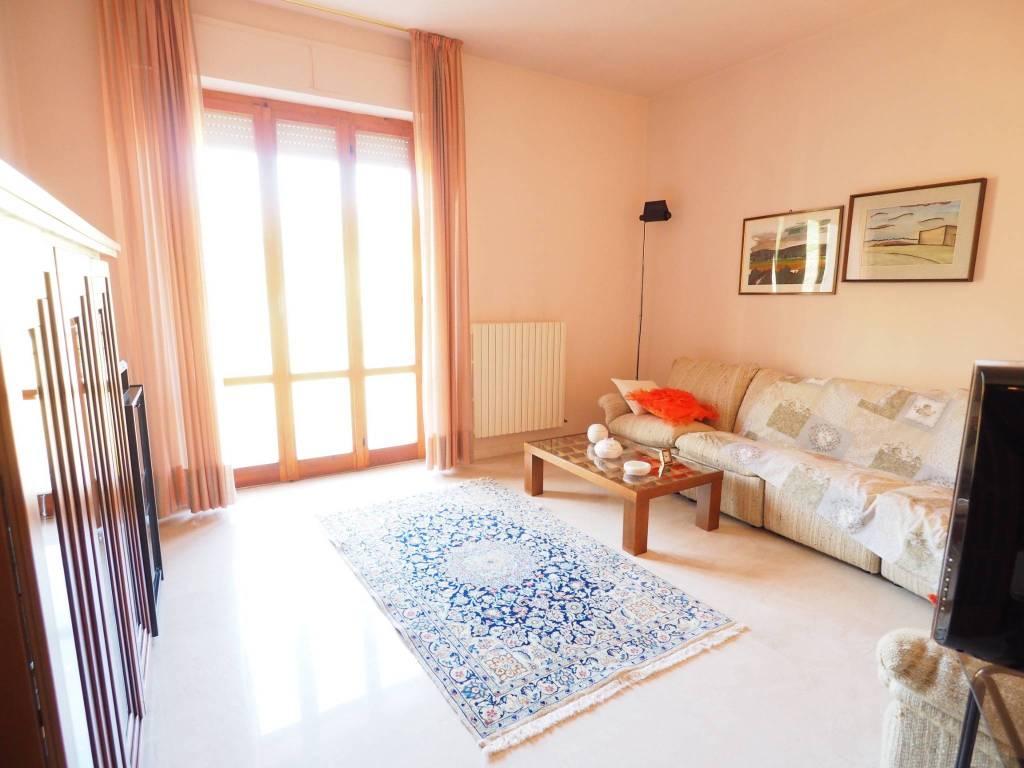 Appartamento in buone condizioni in vendita Rif. 8786331
