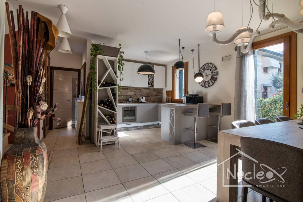 Villetta a schiera in ottime condizioni parzialmente arredato in affitto Rif. 8788373