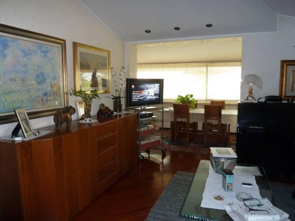 Appartamento in buone condizioni arredato in affitto Rif. 8787482