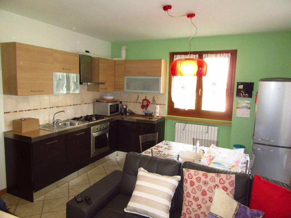 Appartamento in ottime condizioni in affitto Rif. 8909545