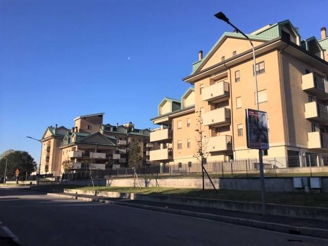 Appartamento in buone condizioni in affitto Rif. 8788473