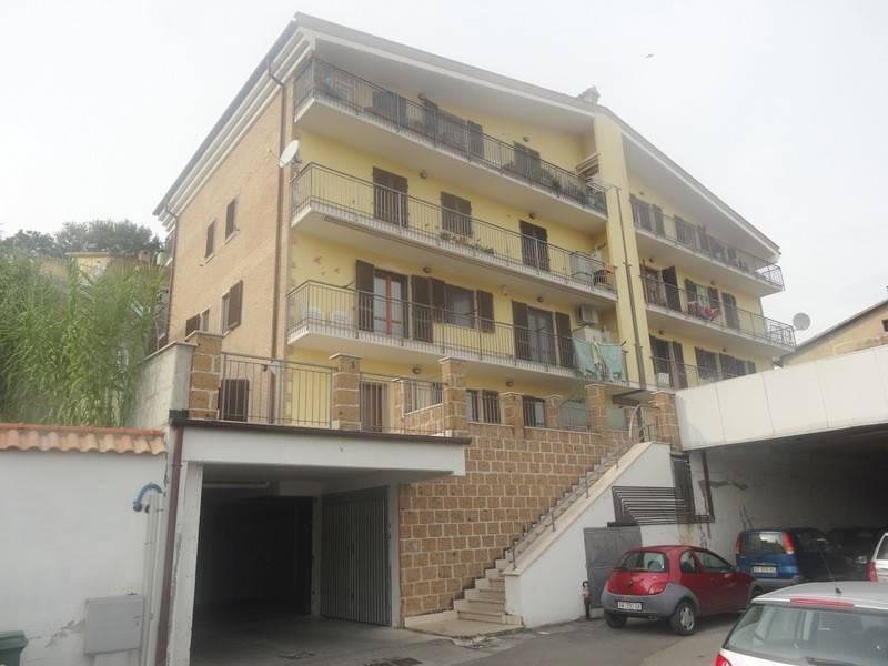 Appartamento in buone condizioni parzialmente arredato in vendita Rif. 8732191