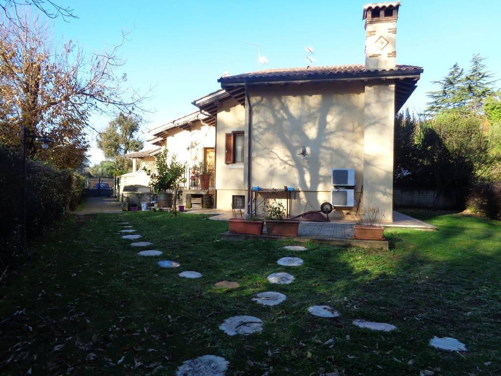 Villa in vendita a Manziana, 6 locali, prezzo € 239.000   CambioCasa.it