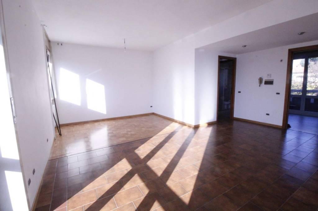 Appartamento in buone condizioni in affitto Rif. 7856718