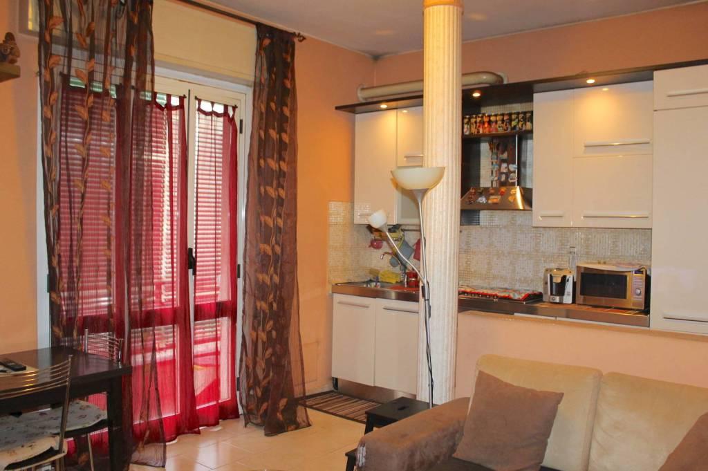 Appartamento in buone condizioni in vendita Rif. 8805009