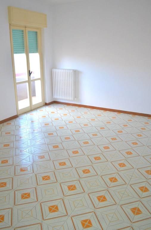 Appartamento da ristrutturare in vendita Rif. 8802406