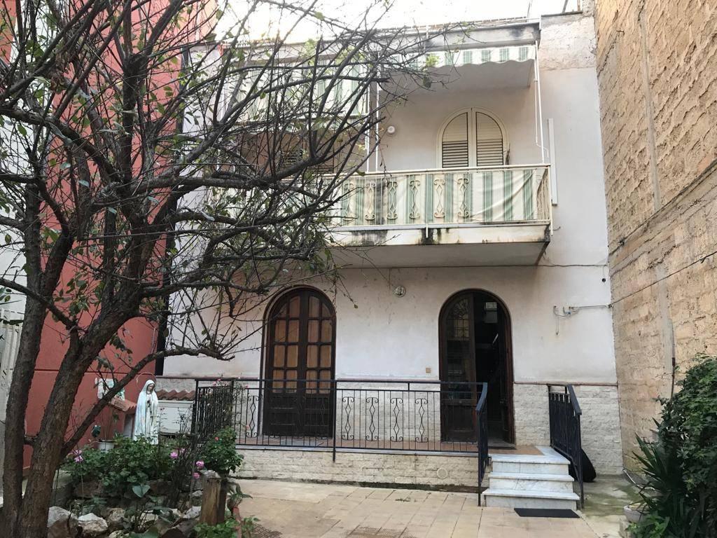 Appartamento in buone condizioni in vendita Rif. 8802218