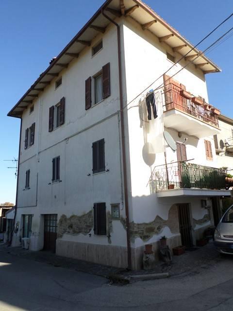 Appartamento in buone condizioni arredato in vendita Rif. 8802903