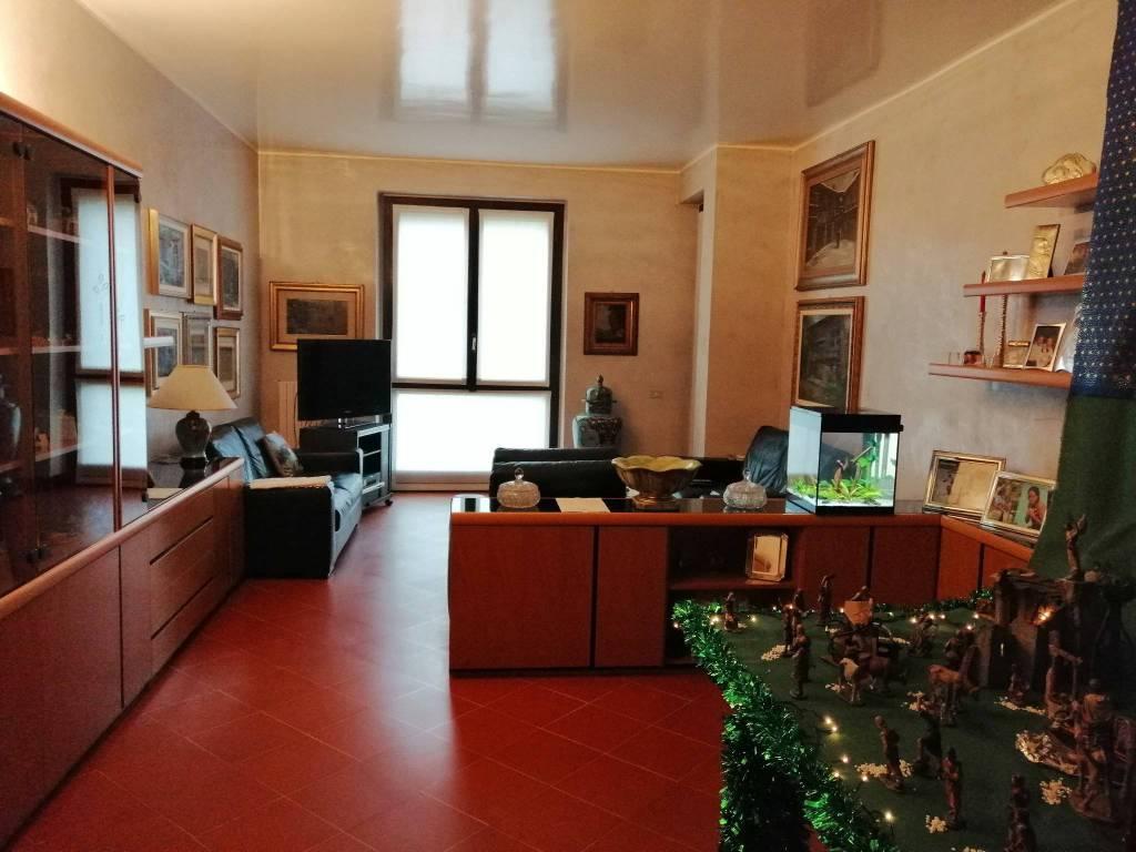 Appartamento in buone condizioni in vendita Rif. 8814744