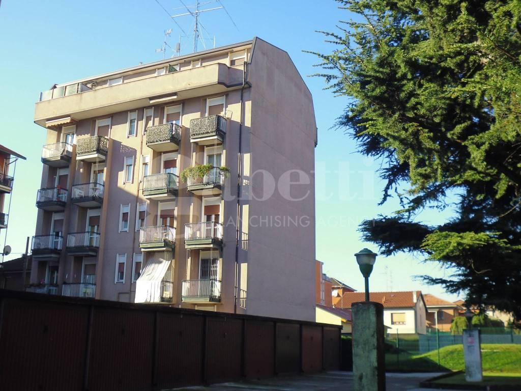 Appartamento in buone condizioni in vendita Rif. 8803083