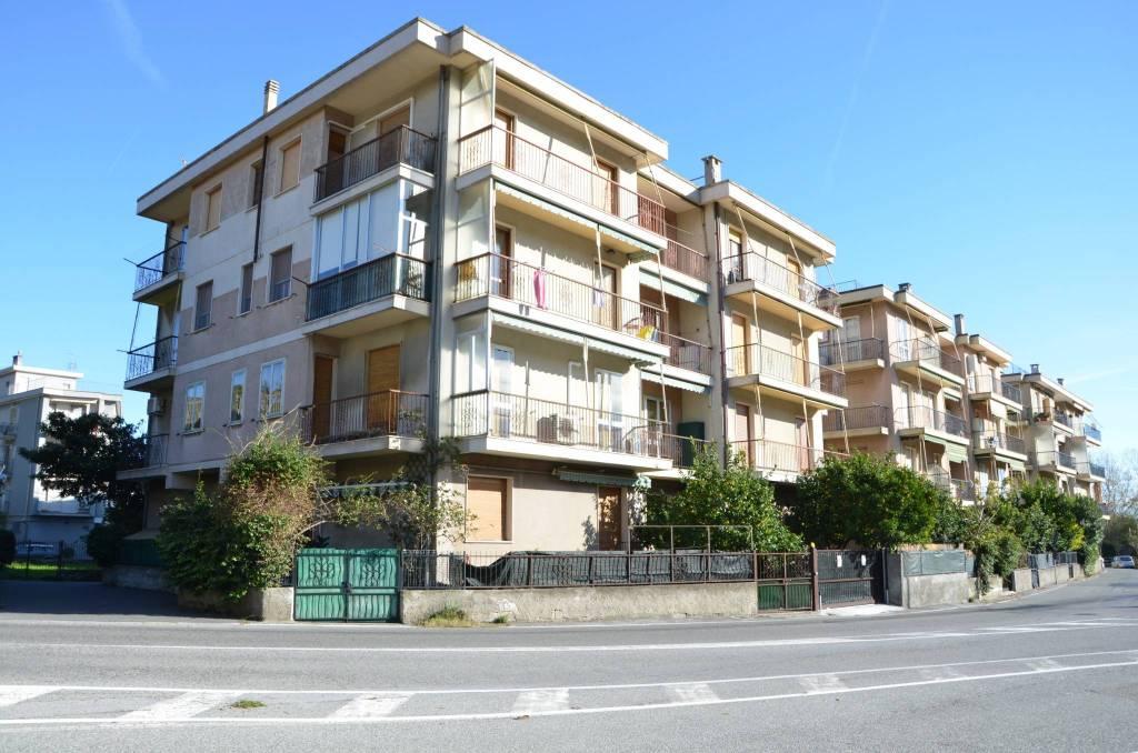 Appartamento in buone condizioni arredato in vendita Rif. 9195175