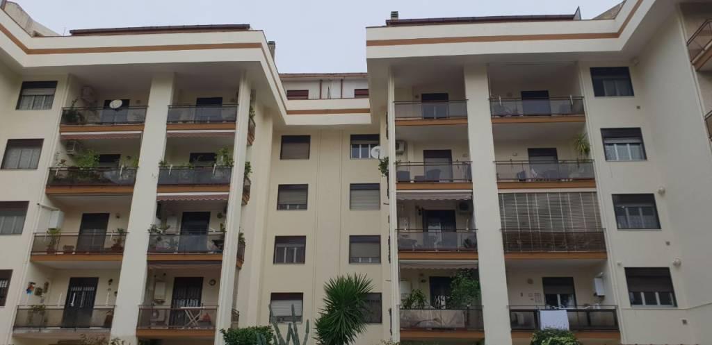 Appartamento in buone condizioni in vendita Rif. 8803138
