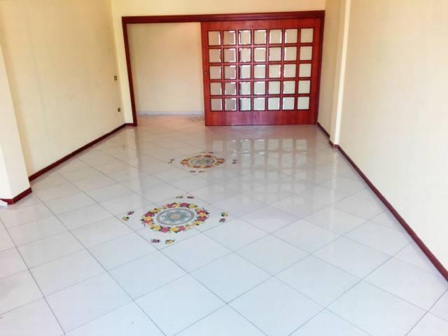 Appartamento in vendita 3 vani 124 mq.  vico Acitillo Napoli
