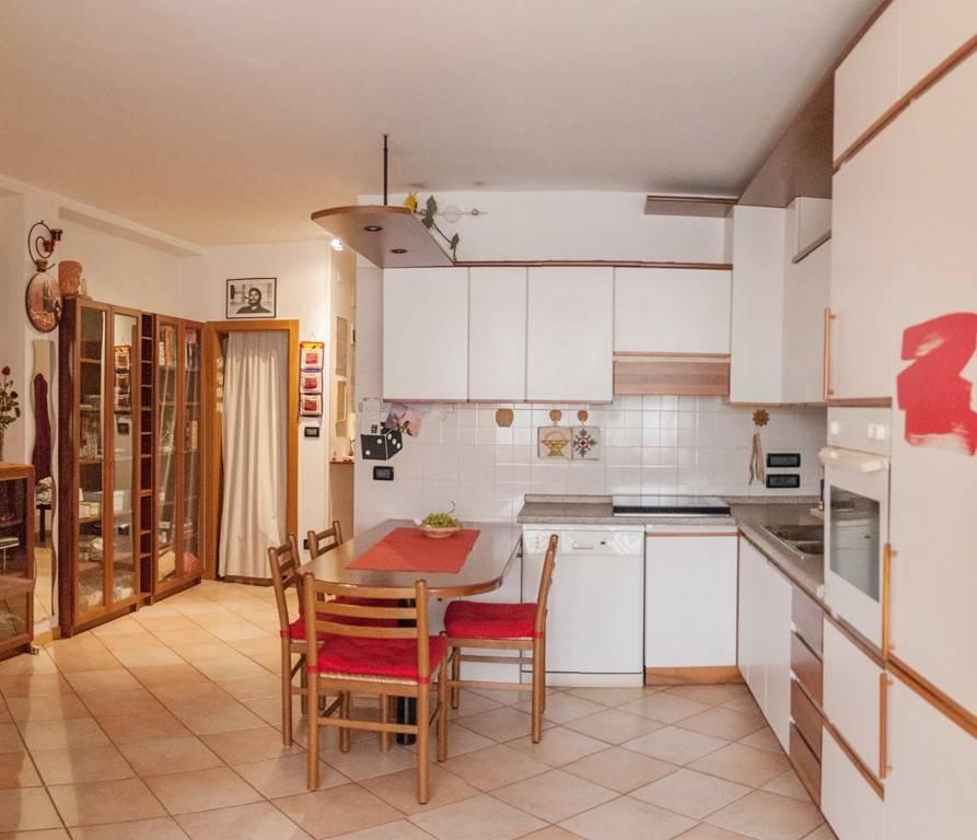 Appartamento in buone condizioni parzialmente arredato in affitto Rif. 8802202