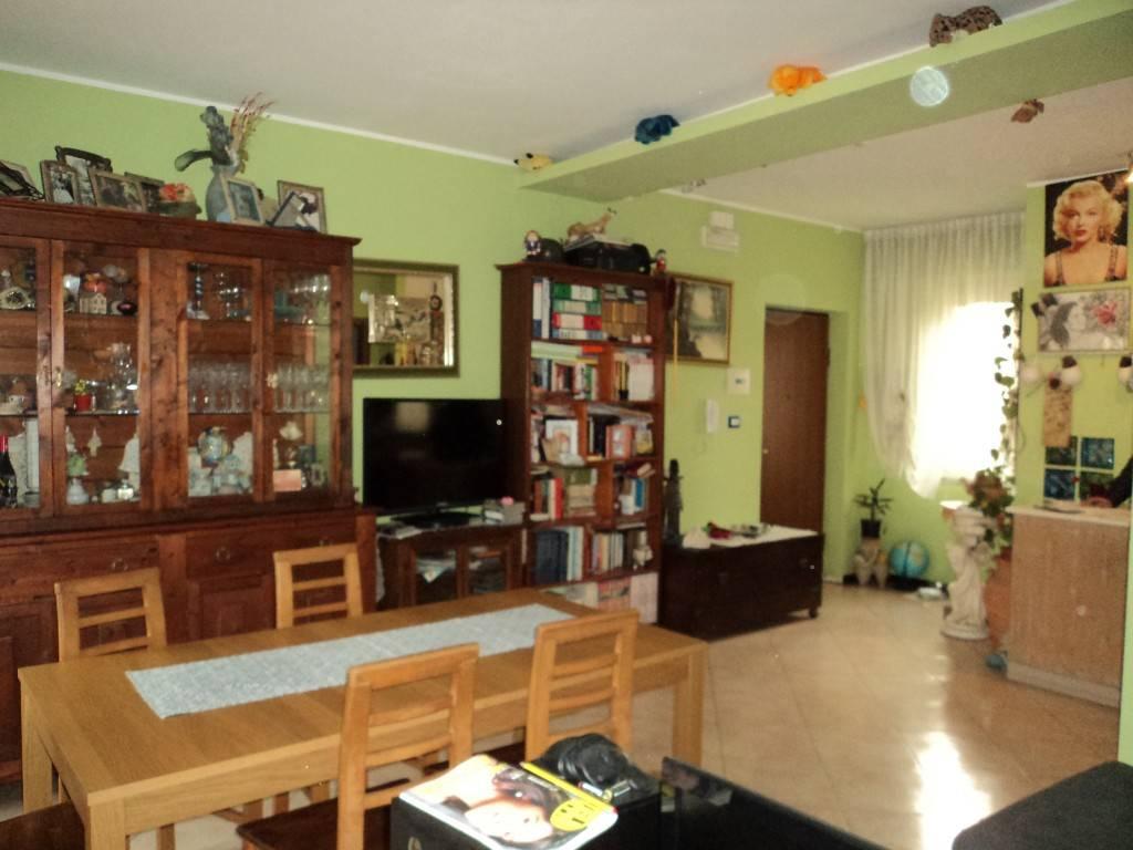 Appartamento in buone condizioni in vendita Rif. 8802258
