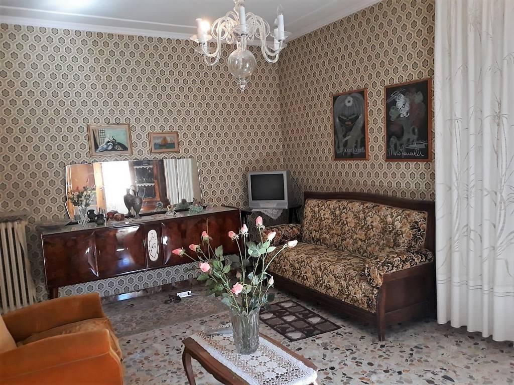 Appartamento in buone condizioni arredato in vendita Rif. 8803231