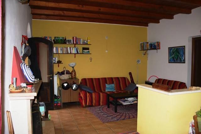 Appartamento in buone condizioni in vendita Rif. 8802344