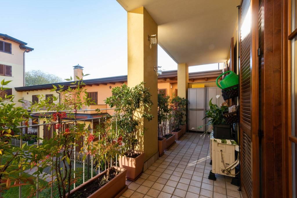 Appartamento in ottime condizioni parzialmente arredato in vendita Rif. 8807301