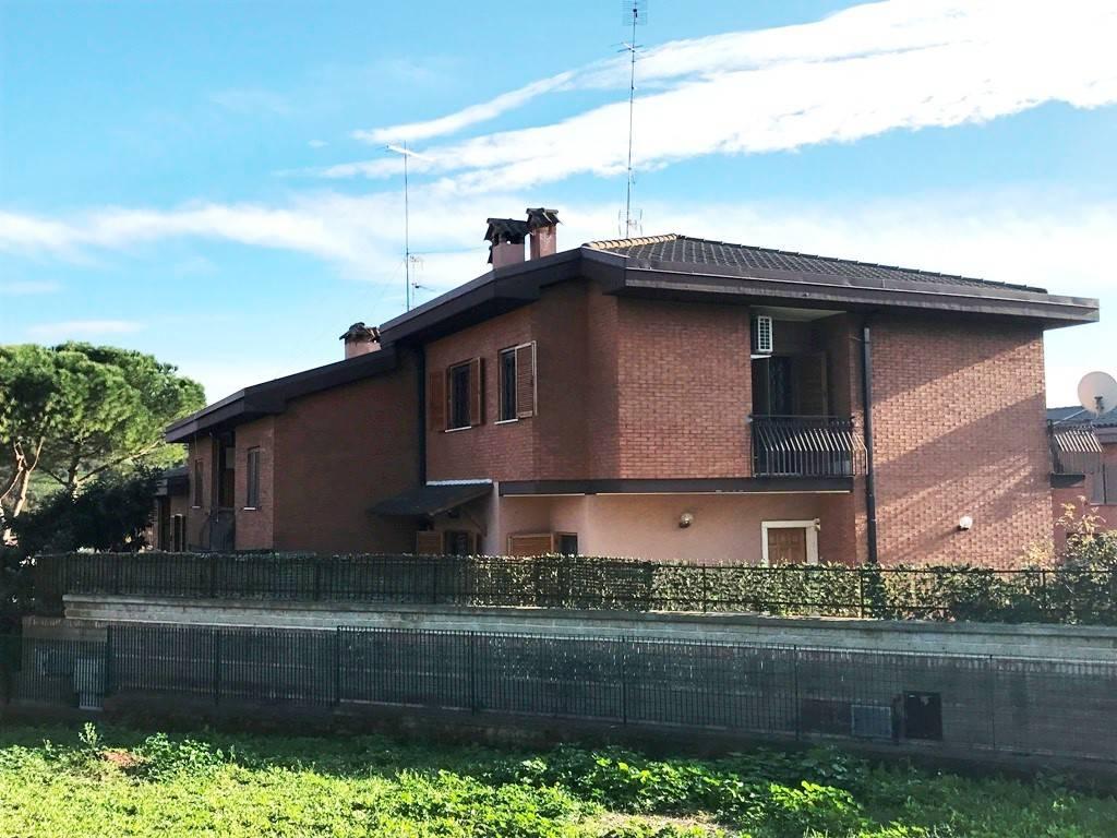 Villa a Schiera in vendita a Castelnuovo di Porto, 5 locali, prezzo € 188.000 | CambioCasa.it