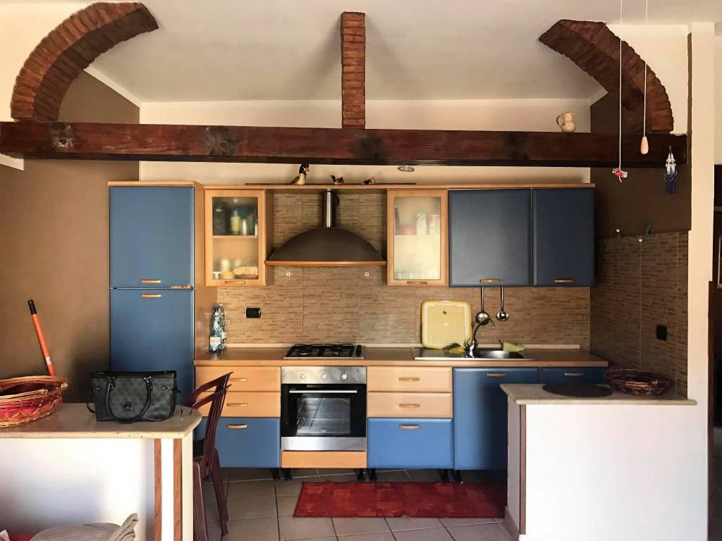 Appartamento in buone condizioni in vendita Rif. 8806057