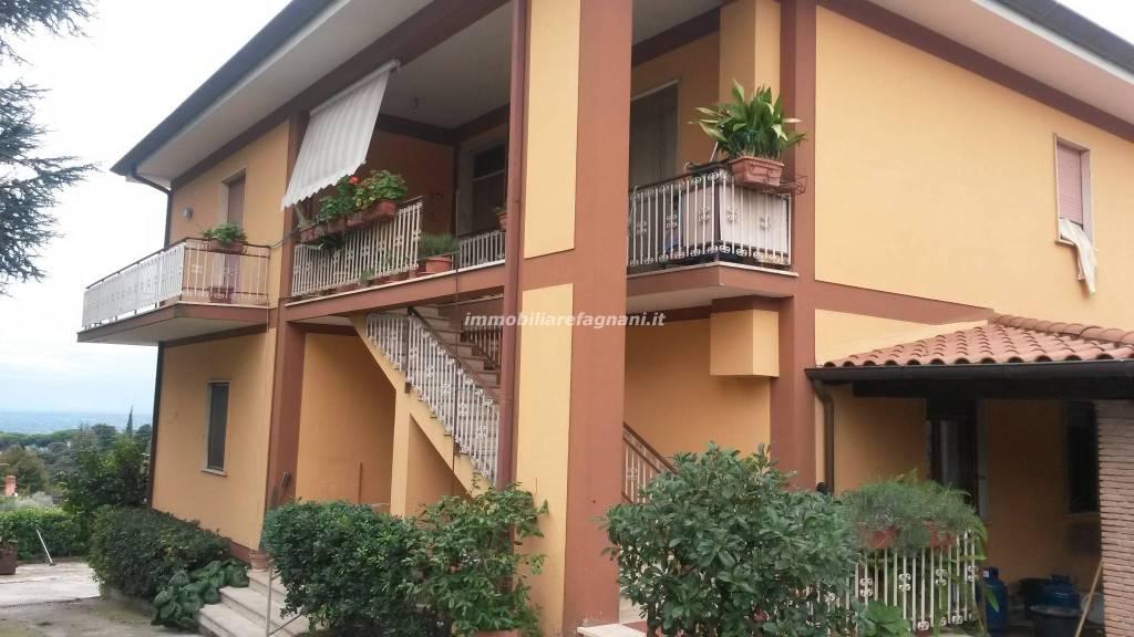 Appartamento in buone condizioni in affitto Rif. 8189207