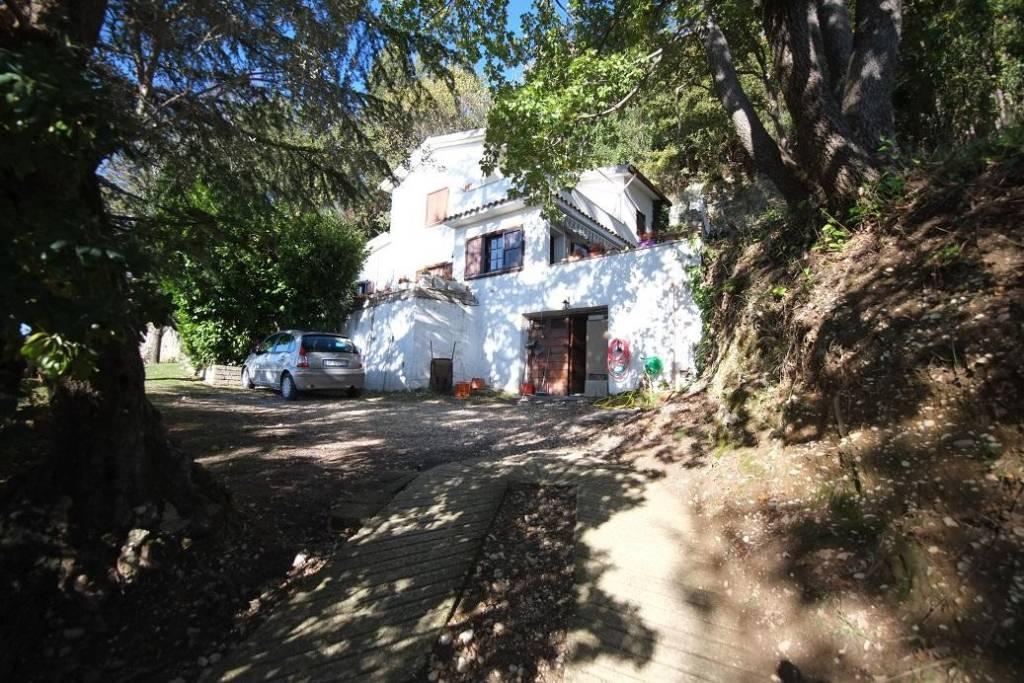 Casaprota (RI) Casale indipendente ben rifinito con vista