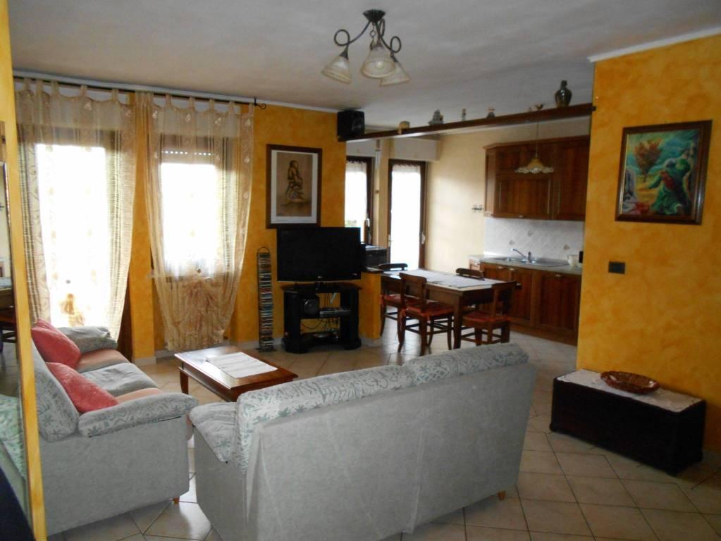 Borgo San Dalmazzo, ampio appartamento ristrutturato