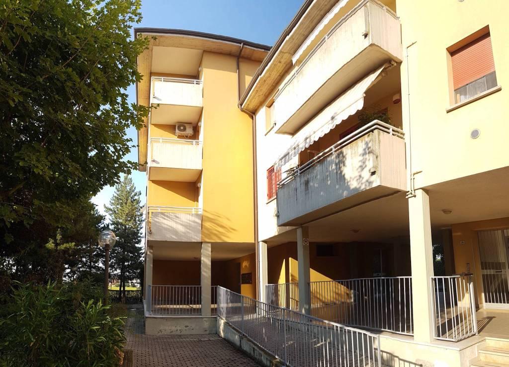 Appartamento in buone condizioni arredato in vendita Rif. 8802971